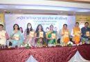 इतिहासकार डॉ. अपर्णा पोद्दार की पुस्तक 'राष्ट्रीय आंदोलन और उत्तर प्रदेश की महिलाएं' का विमोचन होटल होली डे इन में हुआ